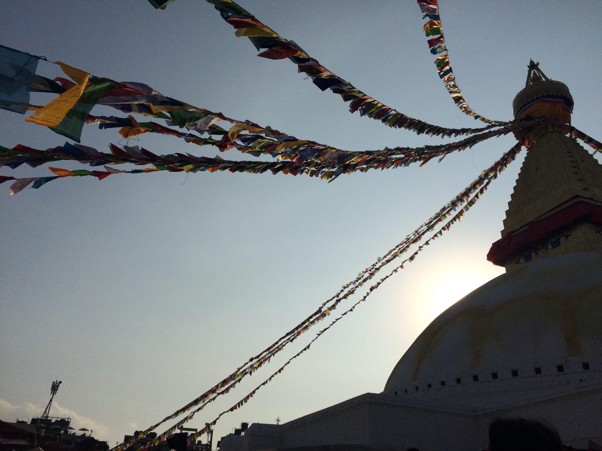Buddha stupa et drapeaux Nepalais.