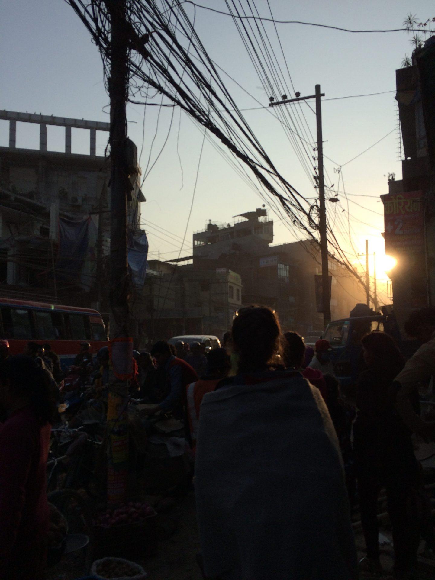 Coucher de soleil dans les rues de Katmandou