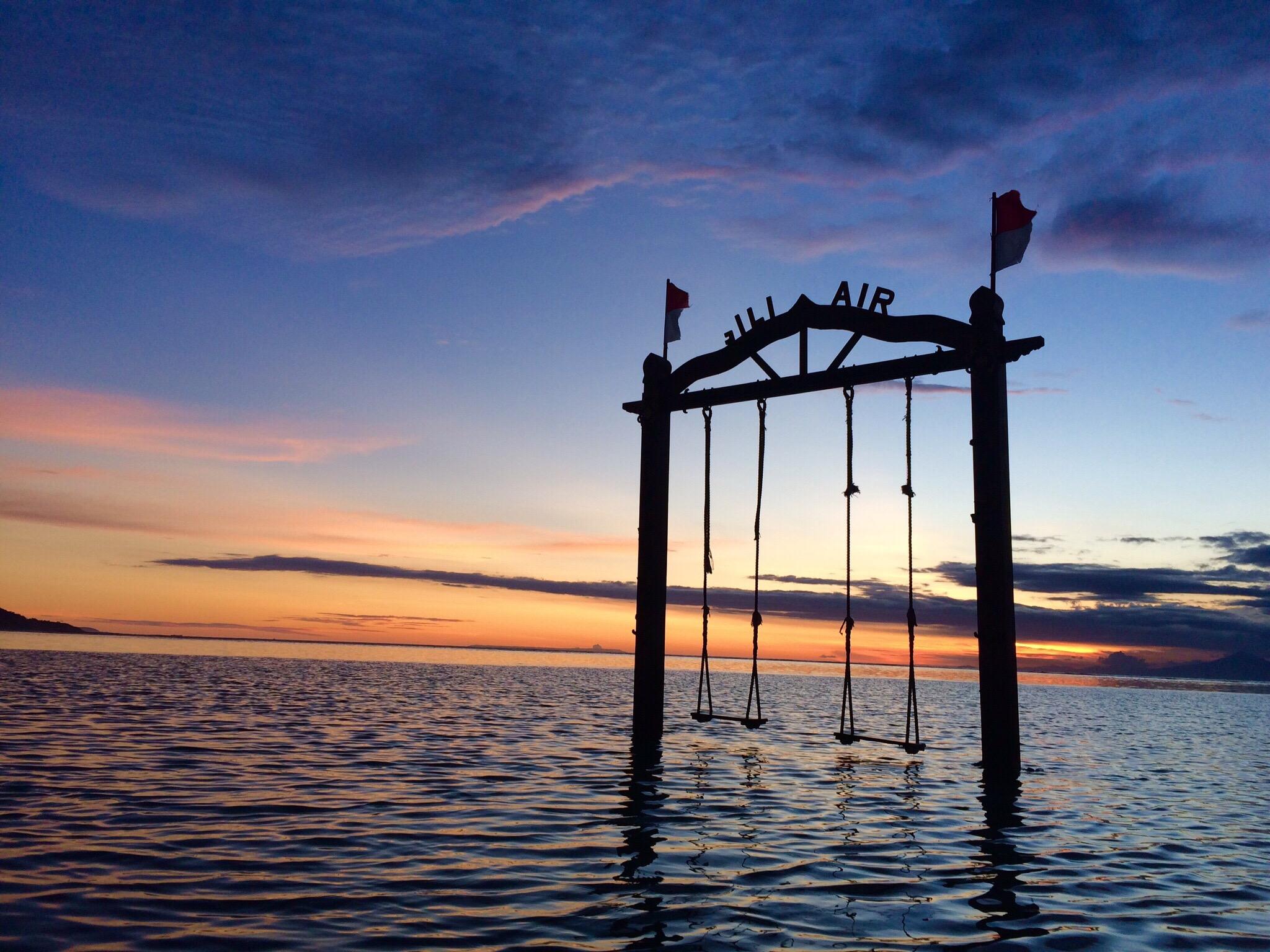 Balançoire, coucher de soleil, Gili Air, Indonésie