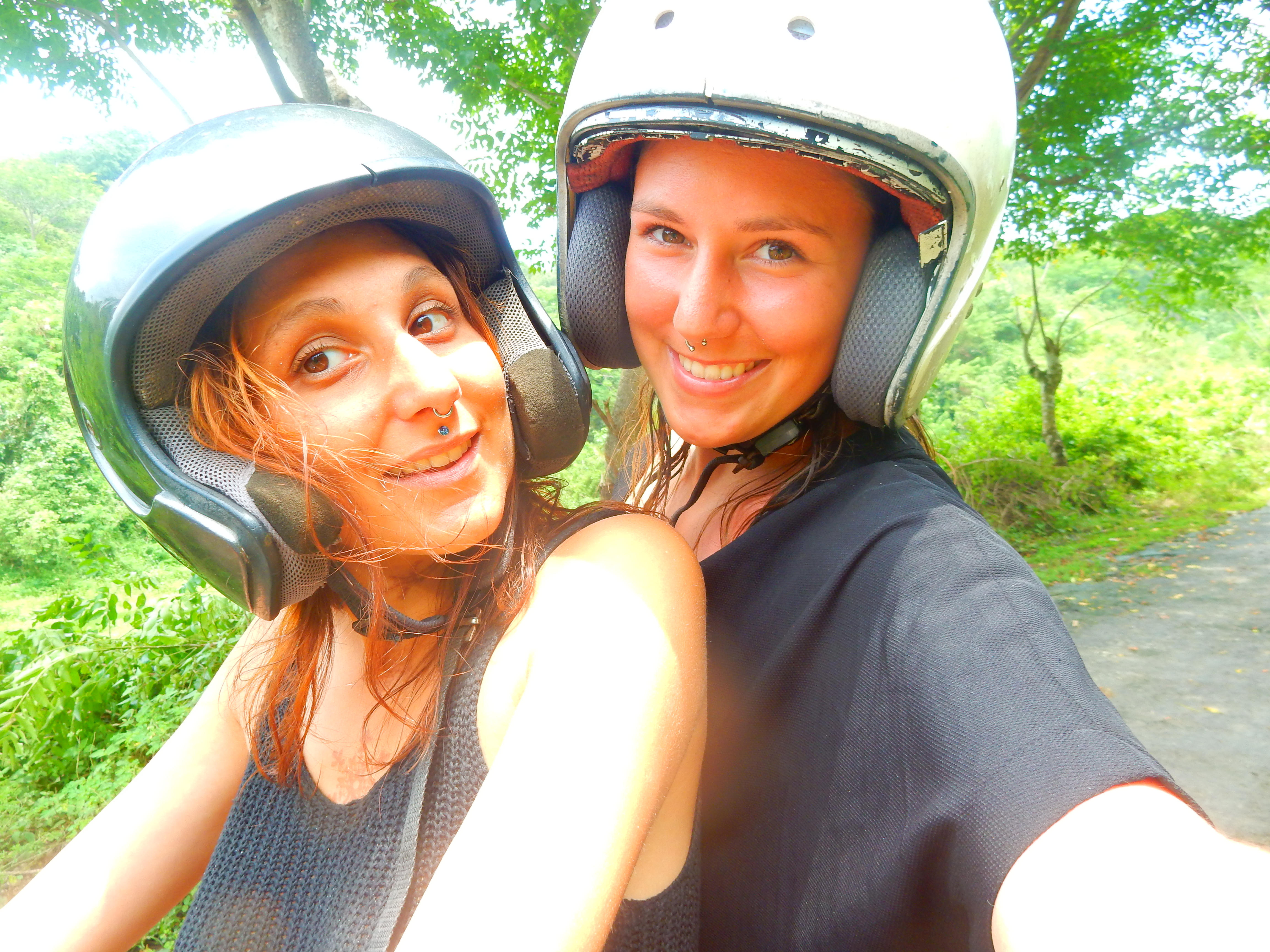 île de Lombok à scooter, Indonésie.