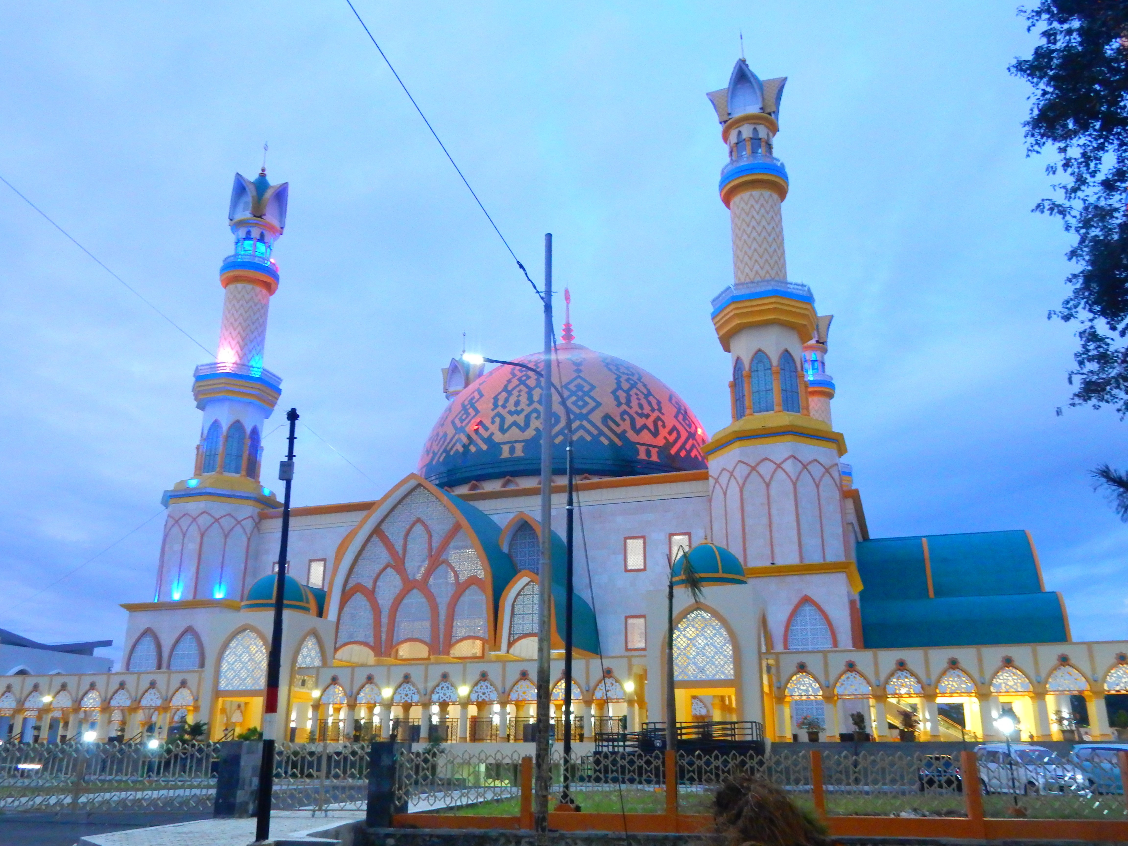 Islamic center by night, Lombok, Indonésie