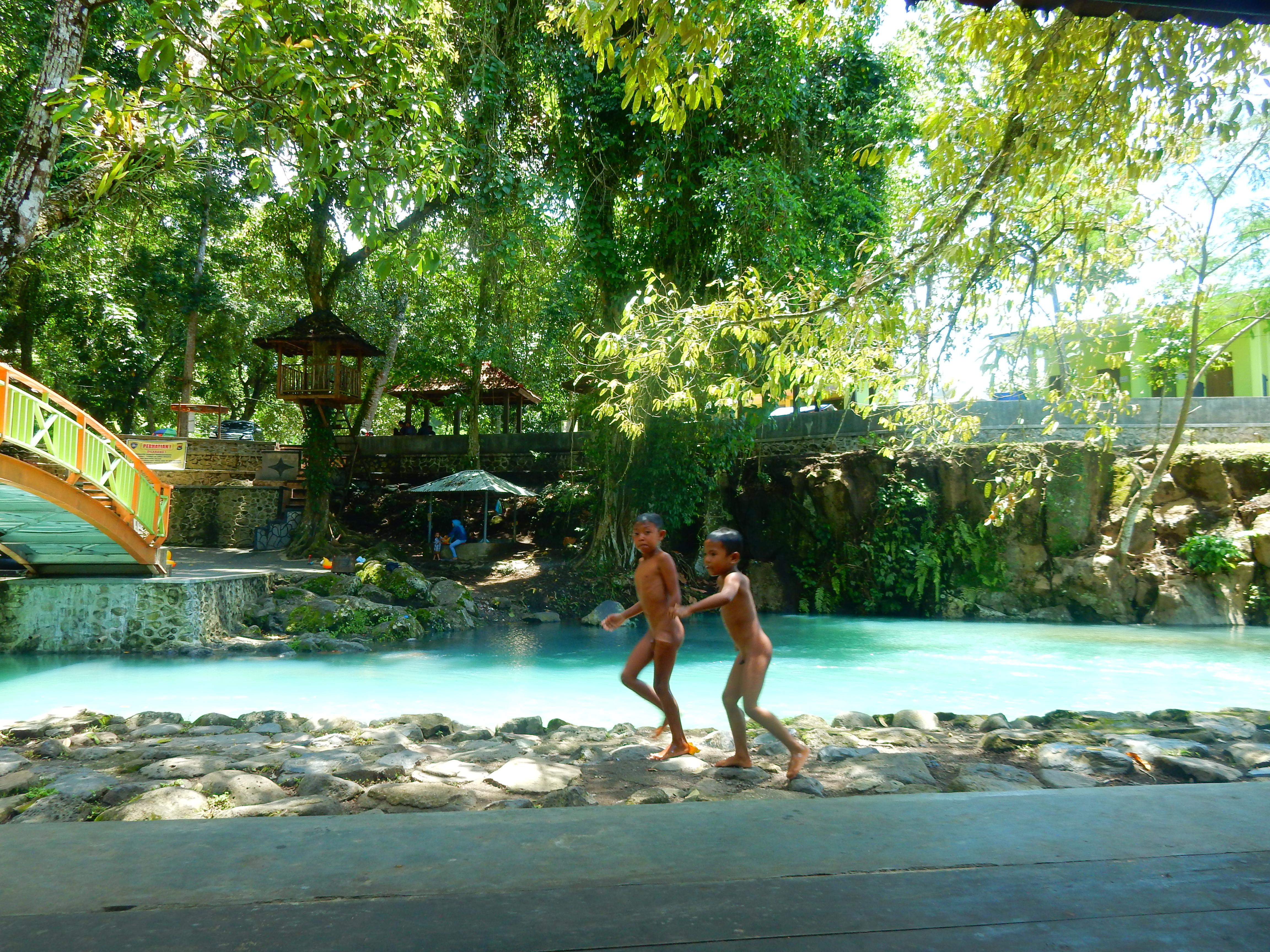 Eau de souffre Sesaot, Lombok, Indonésie.