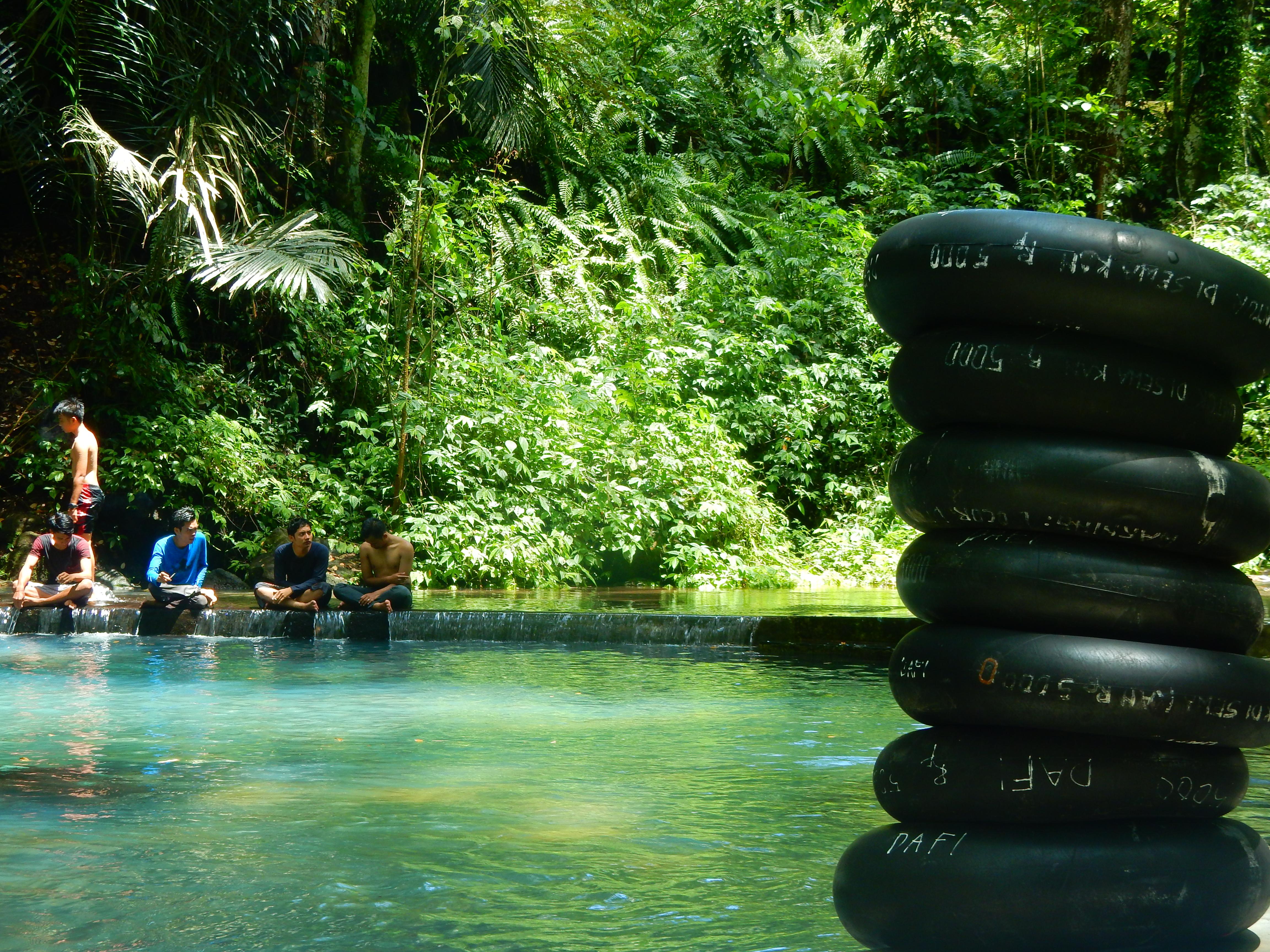 Point d'eau de souffre Sesaot, Lombok, Indonésie.