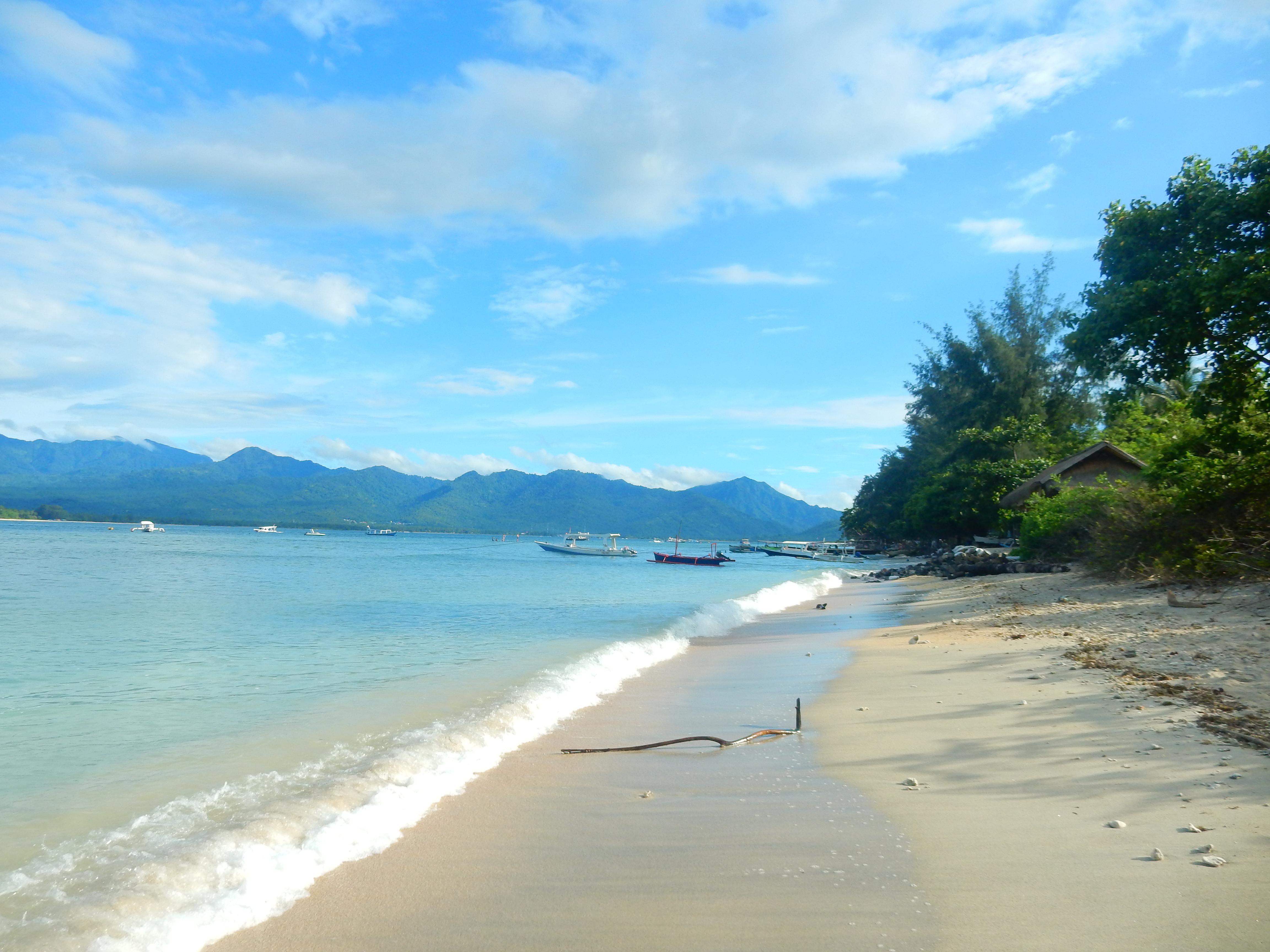 Plage de sable blanc, Gili Air, Indonésie
