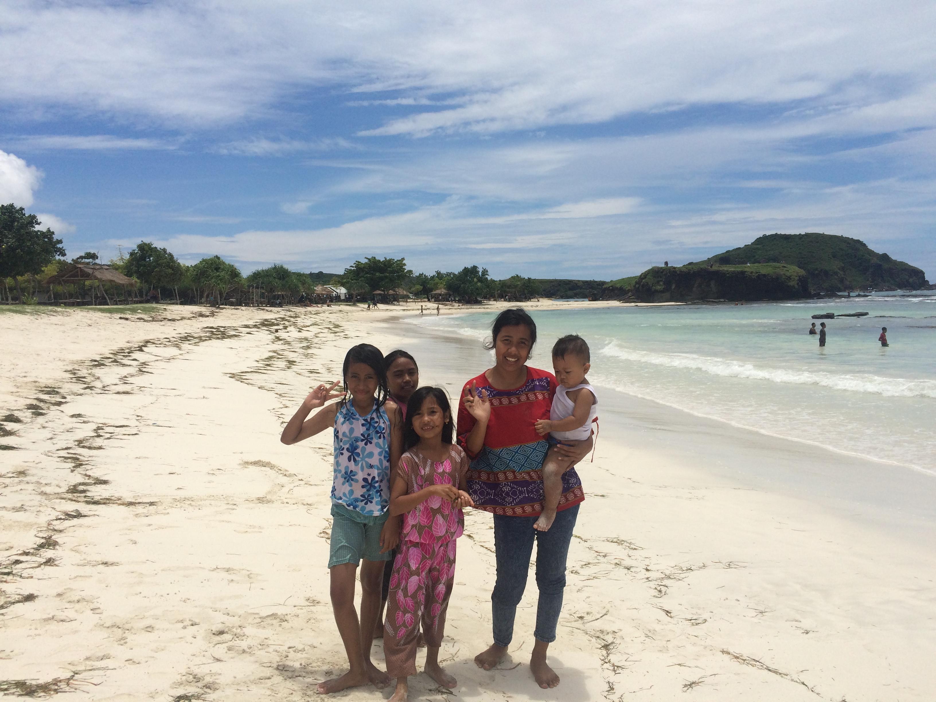 Indonésie, Lombok, plage de sable blanc TAJUNGANN