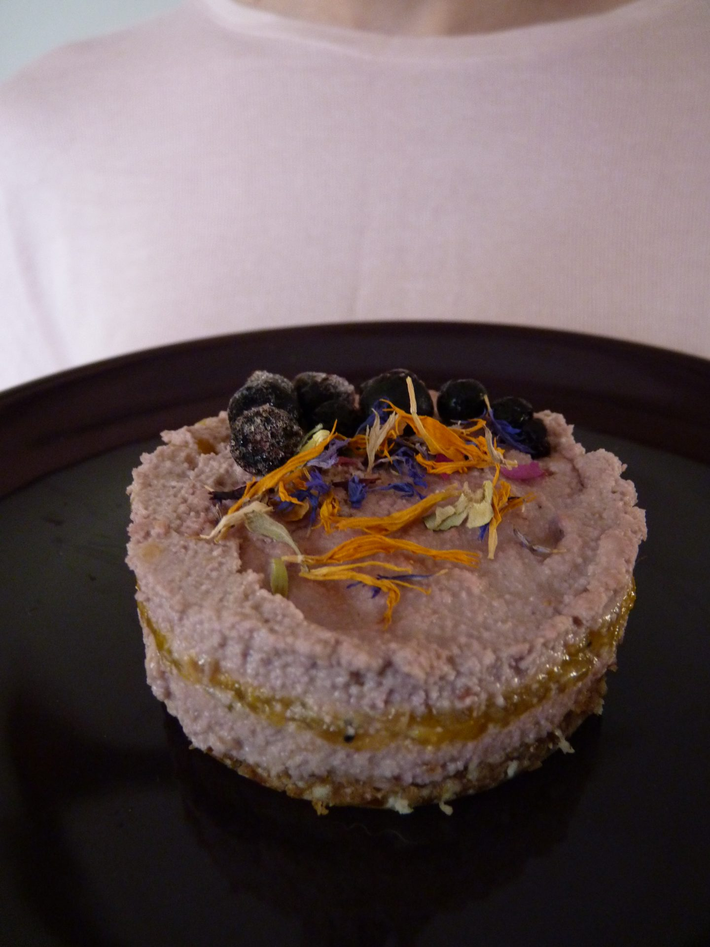 Cheesecake vegan RAW 100% naturel. Framboise, mangue.