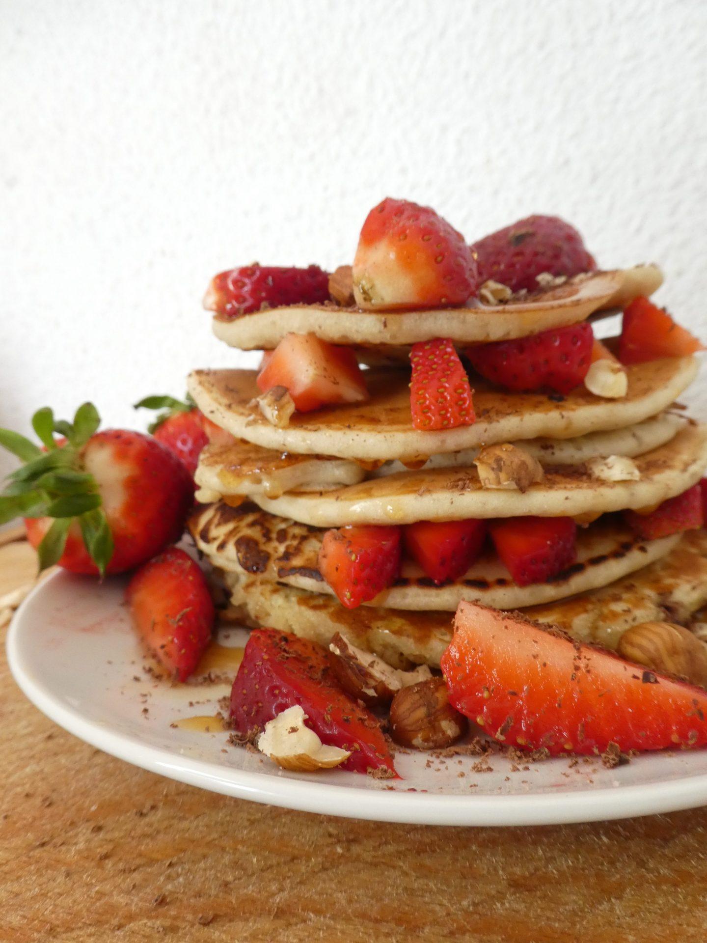 Pancakes vegan, gluten-free avec fruits