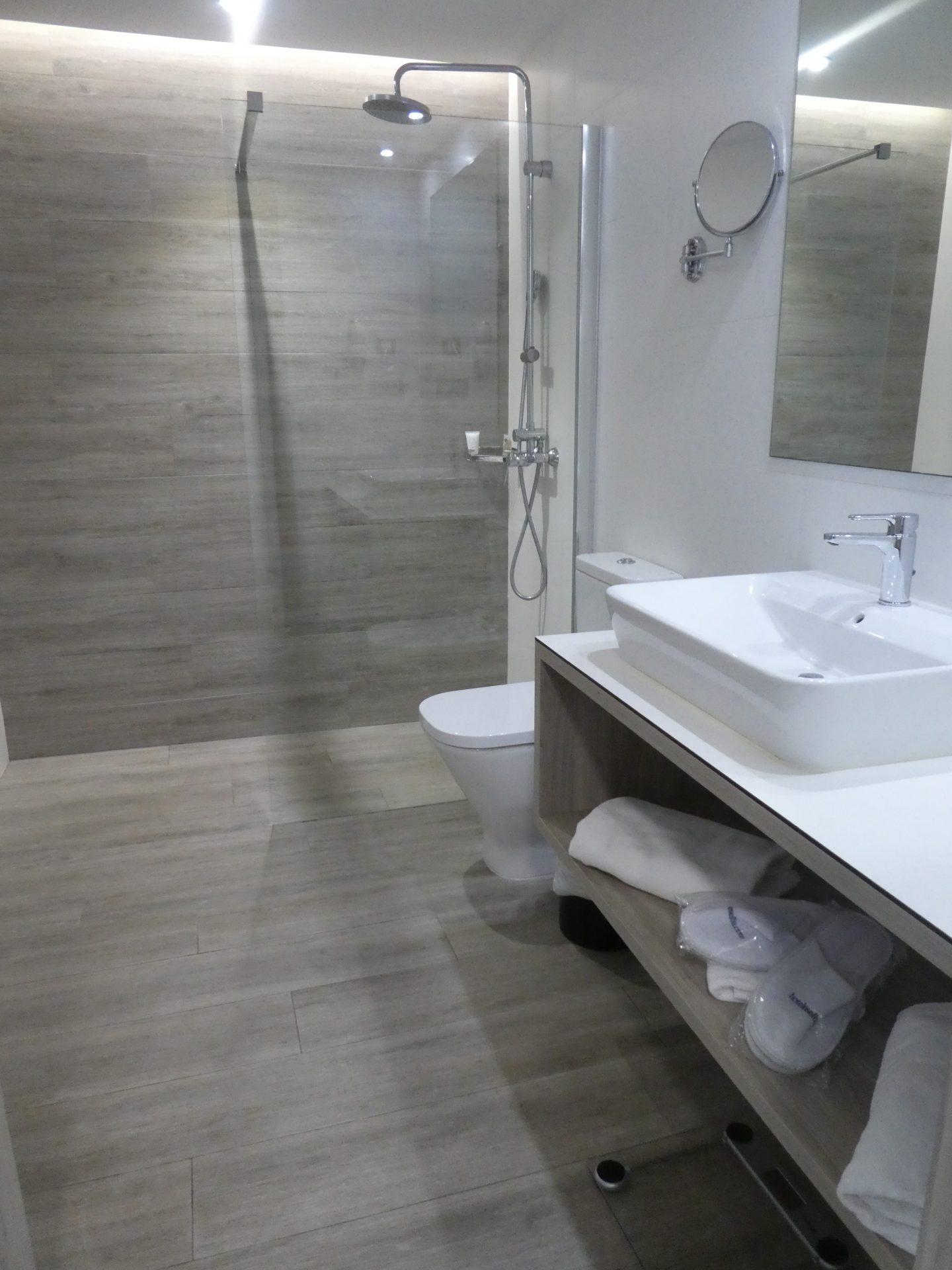 Hôtel Elba Lanzarote, salle de bain suites premium