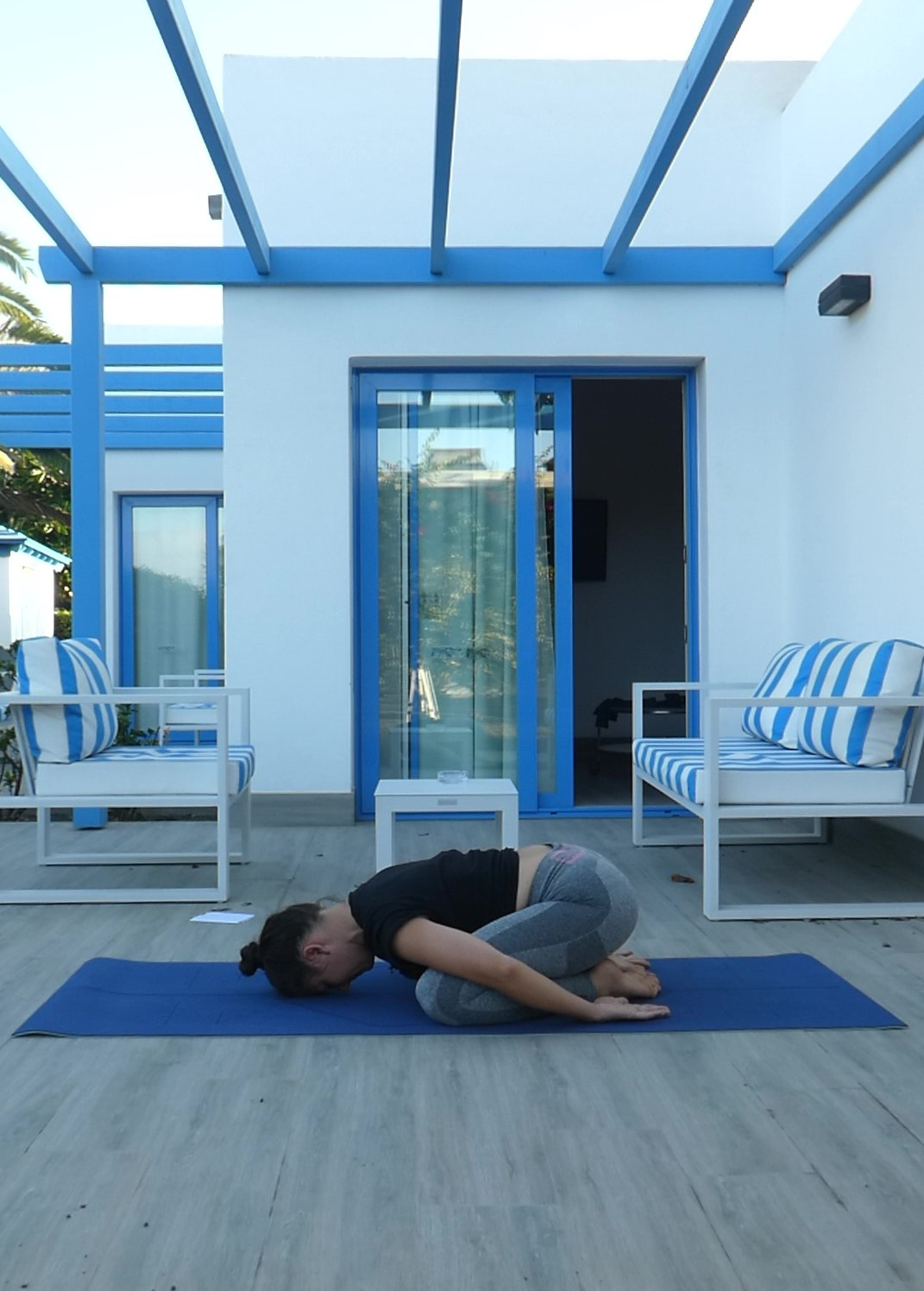 Posture de l'enfant, child pose, balasana, yoga
