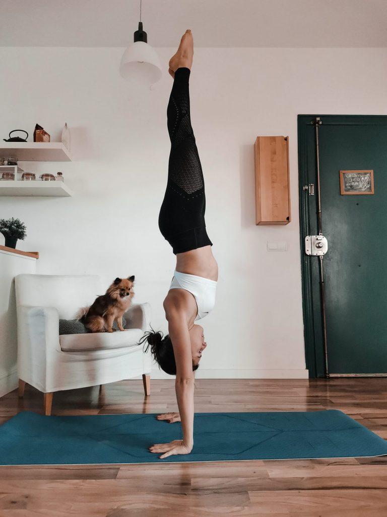 Handstand : le yoga bon pour la santé physique