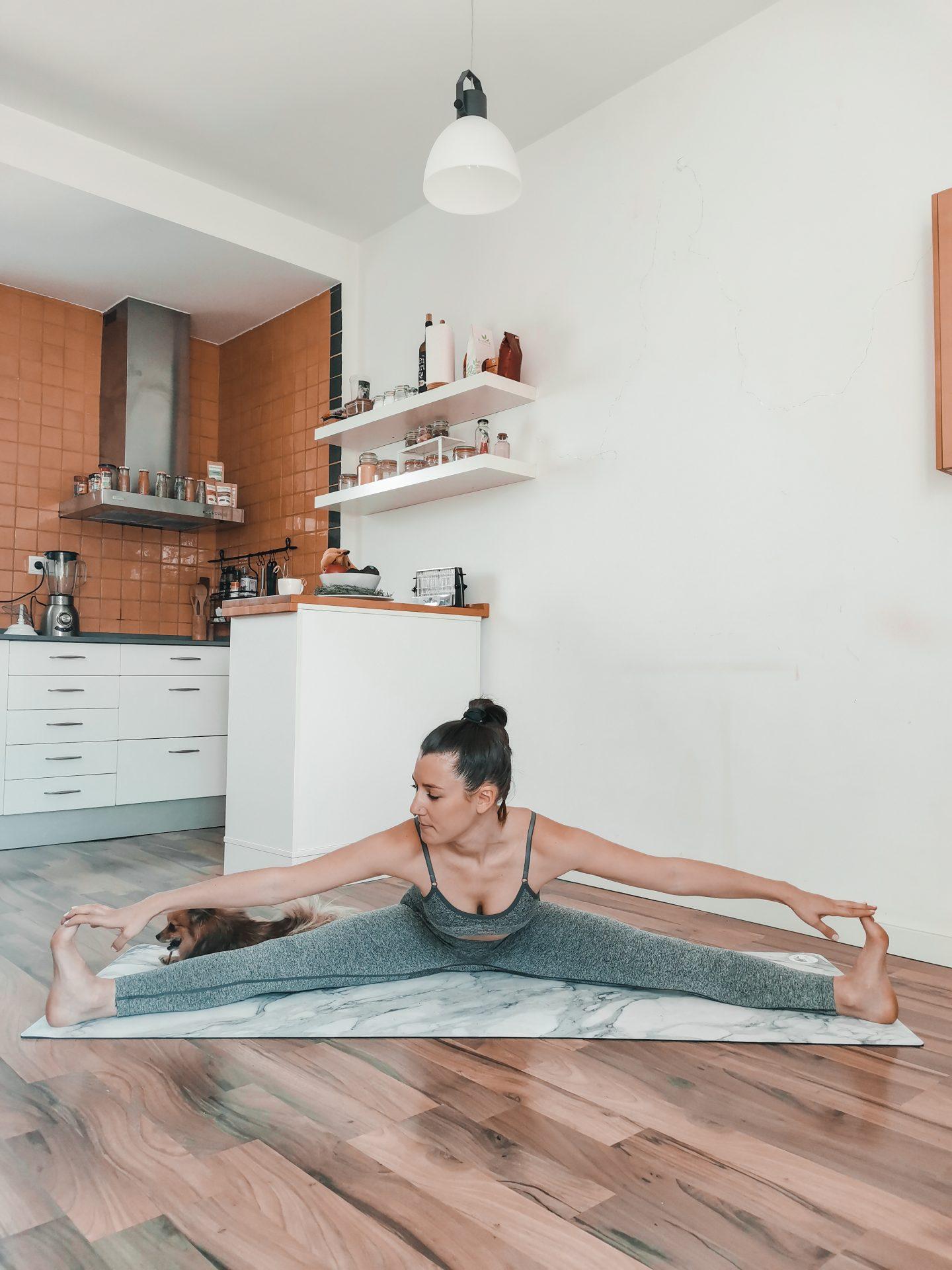 Assouplir les jambes avec la posture de l'angle assis
