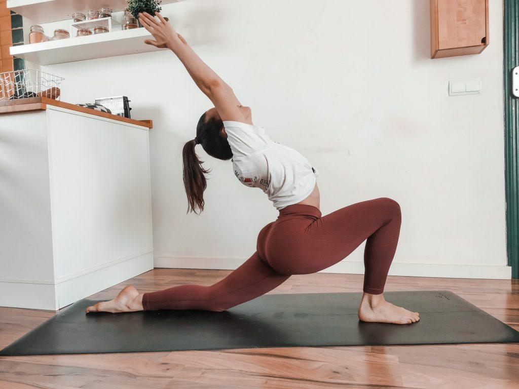 Anjaneyasana-sanskrit-posture-yoga-fente-basse