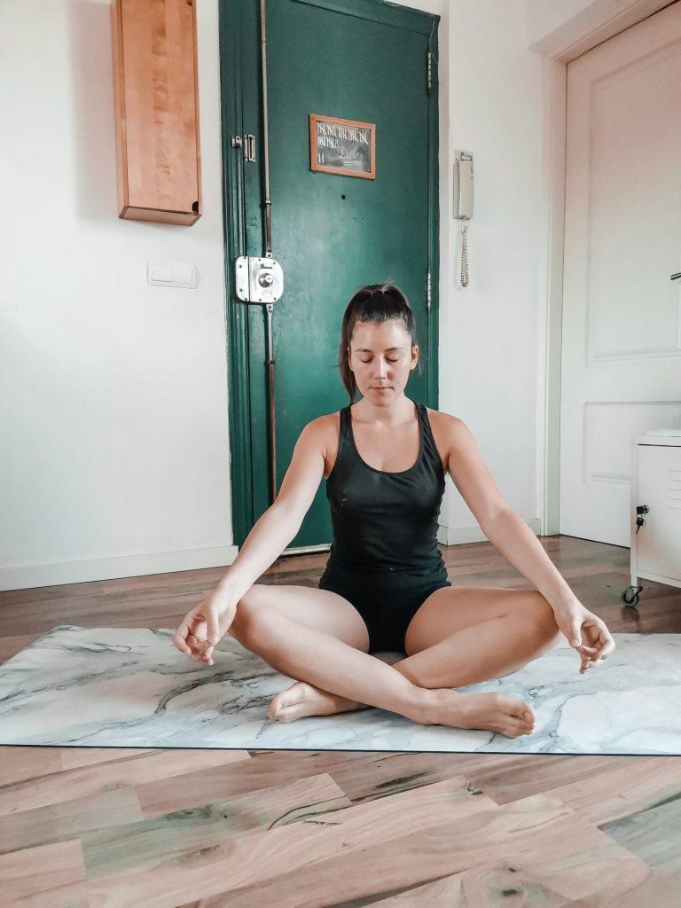 Posture de yoga pour débutant : la posture facile