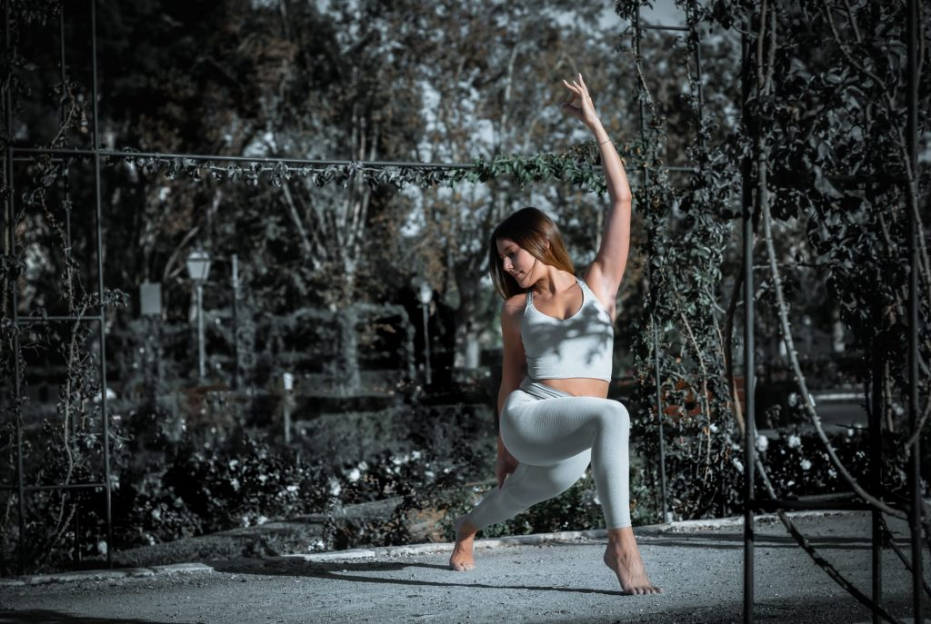 Trouver équilibre entre vie professionnelle et personnelle grâce au yoga